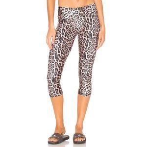 NWT Onzie leopard Capri